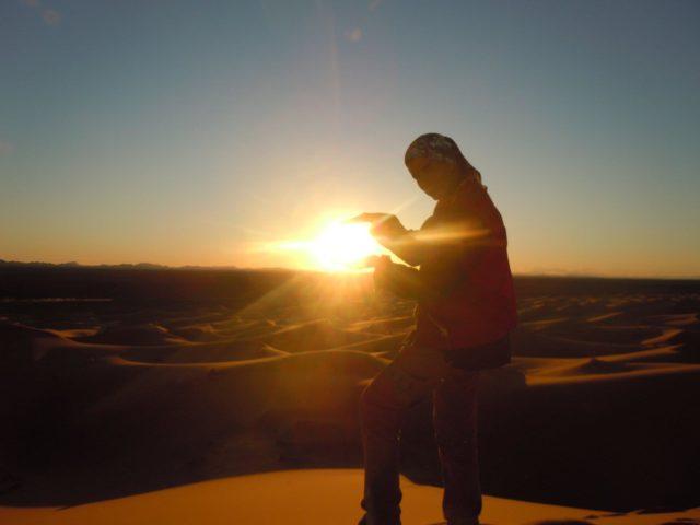 モロッコ・メルズーガ砂漠でサンセットらくだツアーで