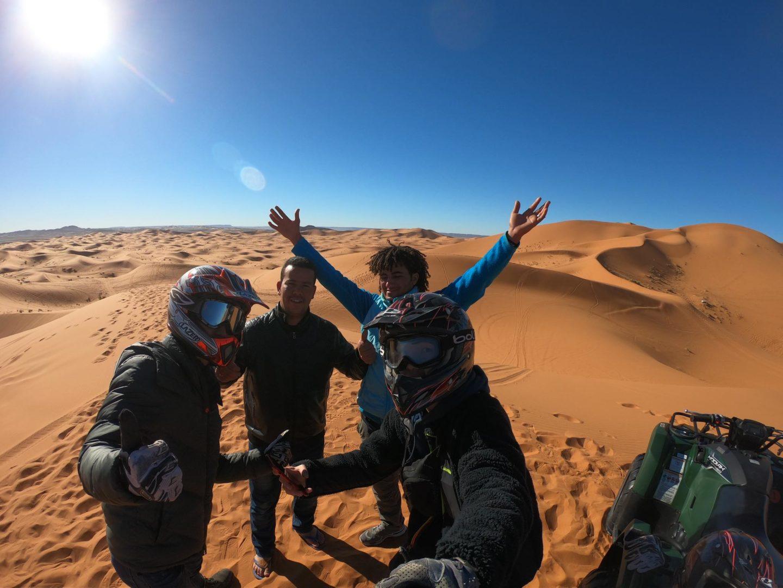 モロッコ砂漠ツアーでバギー体験