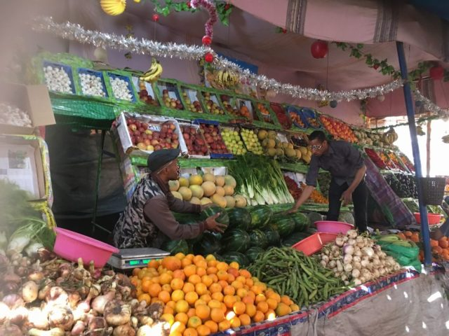 モロッコ現地ツアーで訪れたリサーニのスーク